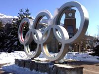 バンクーバーオリンピックのモニュメントの写真@ウィスラー
