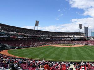 球場の外野の広さランキング1位の広島市民球場の写真