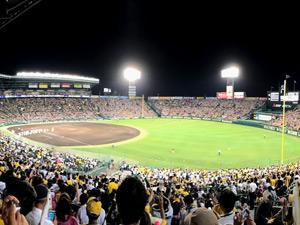球場の収容人数ランキング1位の阪神甲子園球場の写真