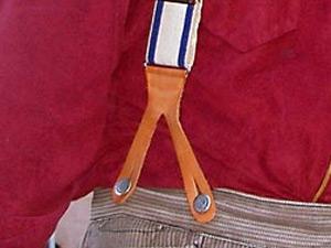 ボタン型のサスペンダーの写真
