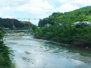 塩江温泉郷の中心を流れる香東川の写真