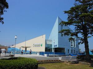 海女が泳ぐ水族館「志摩マリンランド」