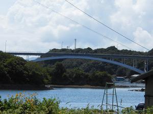 本州とつながる賢島大橋の写真
