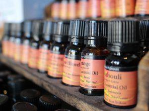 精油とアロマオイルとエッセンシャルオイルの違いは?それぞれの使用方法など
